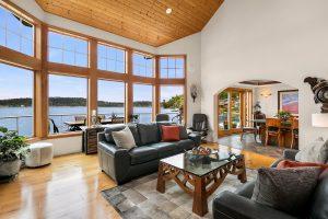 Beautiful Waterfront Home on Lake Washington [SOLD]