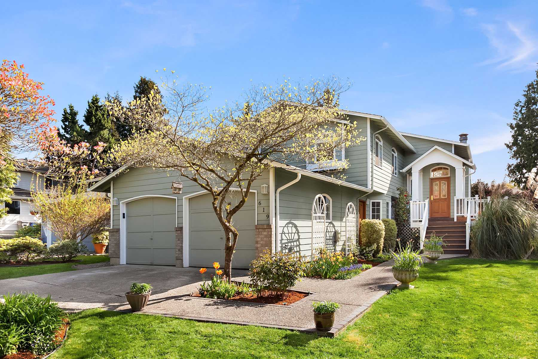 Front view of Kirkland WA home
